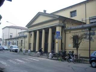 La facciata dell'ex ospedale