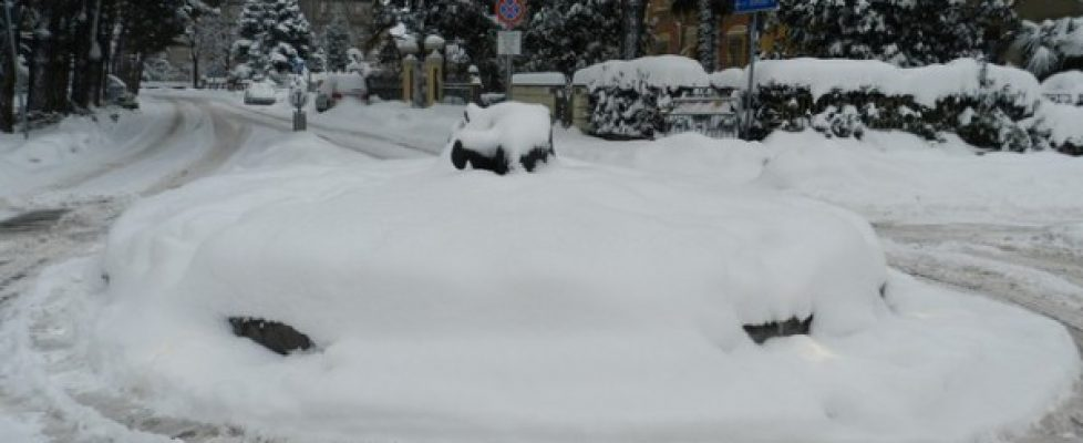 "Nevica ""governo ladro"""