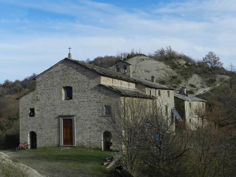 Lozzole (Marradi) La chiesa settecentesca.