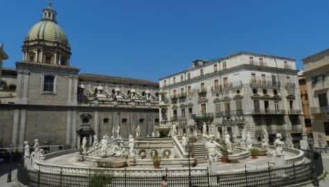 Palermo - La piazza del Municipio